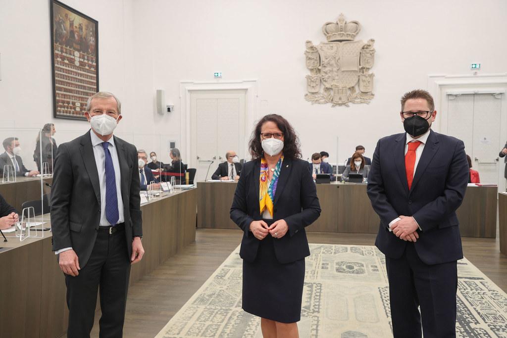 Als ÖVP-Klubobmann folgt ihr bisheriger Stellvertreter Wolfgang Mayer nach. Hier im Bild rechts neben LH Wilfried Haslauer und Daniela Gutschi.