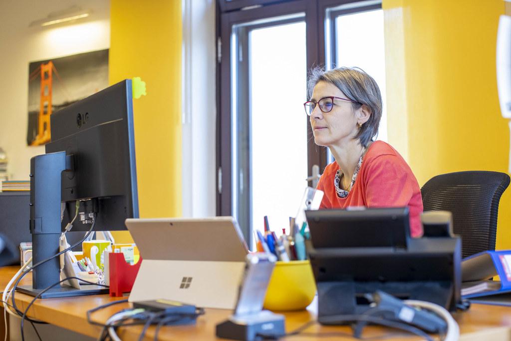 Landessanitätsdirektorin Dr. Petra Juhasz beantwortet bei der ersten Corona-Expertenrunde die Fragen der Salzburgerinnen und Salzburger.