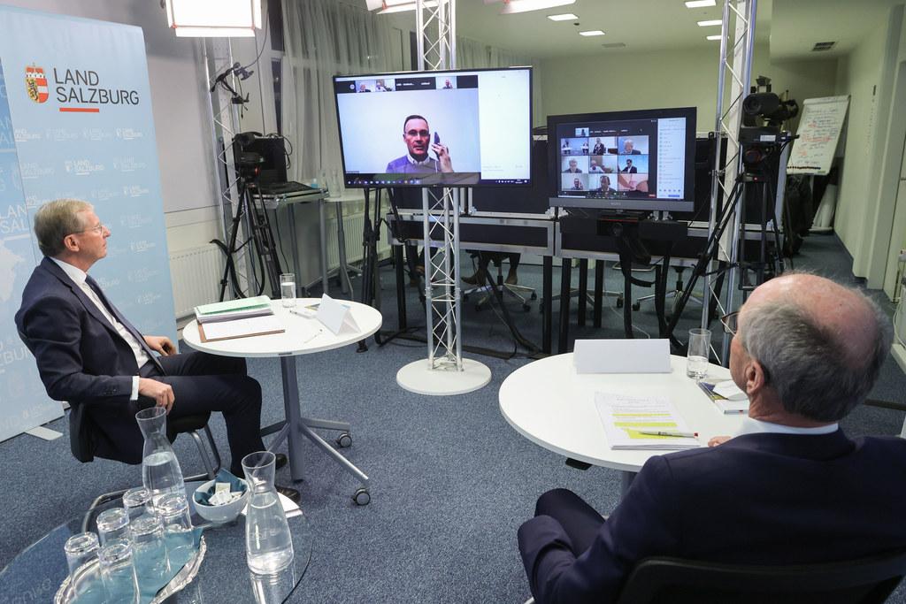 LH Wilfried Haslauer und LH-Stv. Christian Stöckl diskutierten heute in einer Videokonferenz gemeinsam mit Ärztekammerpräsident Karl Forstner und Zahnärztekammer Martin Hönlinger mit rund 500 Salzburger Medizinern.