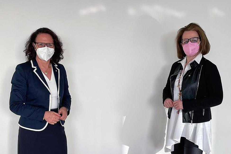 LR Daniela Gutschi stimmte sich auch mit ihrer Amtskollegin LR Christiane Teschl-Hofmeister (Niederösterreich) in Schulfragen ab.