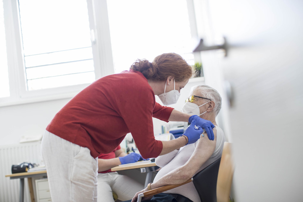 Die Impfung bei den über 80-Jährigen wirkt. Das belegen die niedrigeren Zahlen bei der Sieben-Tages-Inzidenz und den Todesfällen.