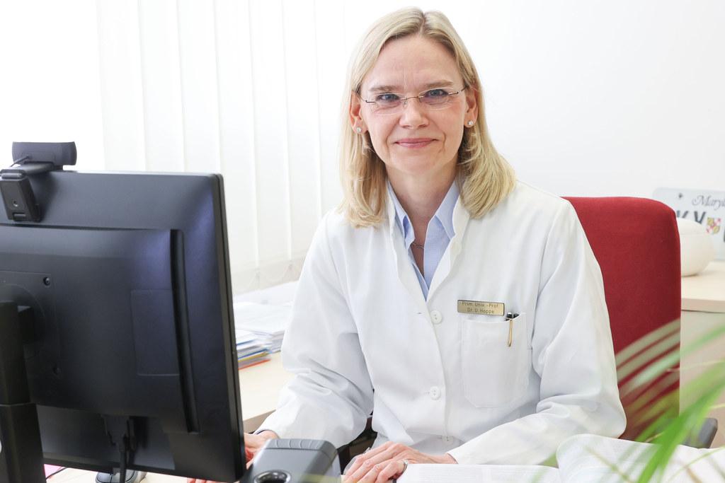 Uta Hoppe, Vorstand der Inneren Medizin II an der Uniklinik Salzburg, wird alle Fragen zum Stand der Pandemie und natürlich zu den Impfungen gerne beantworten.