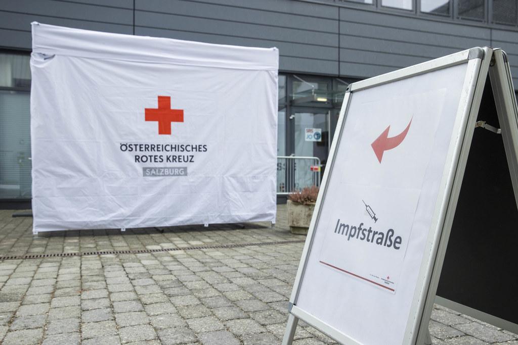 """""""Es war mir ein Anliegen, dass es nicht nur in der Stadt Salzburg offene Impfstraßen gibt, sondern auch Innergebirg"""", so LH-Stv. Christian Stöckl."""