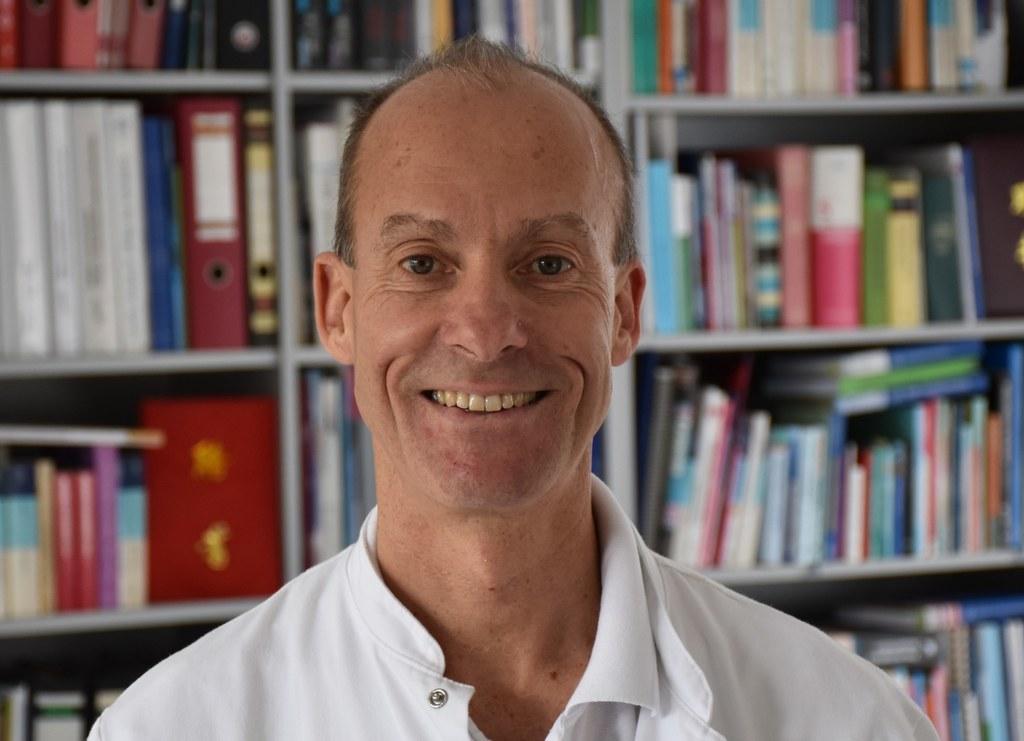 Dr. Josef Niebauer ist Kardiologe und Sportmediziner am Uniklinikum und hat viele seiner Patienten nach einer Corona-Infektion wieder fit gemacht. Heute ist er zu Gast in der Expertenrunde und beantwortet Fragen dazu.