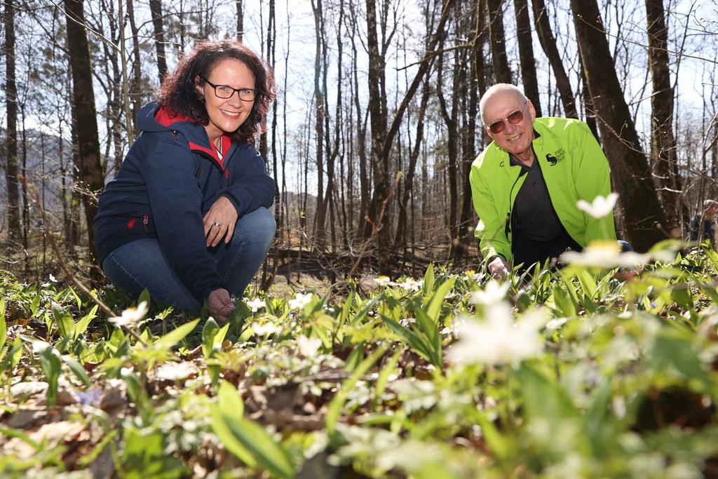 LR Daniela Gutschi traf den Präsidenten des Naturschutzbundes Österreich, Roman Türk, im Landschaftsschutzgebiet Salzburg Süd.