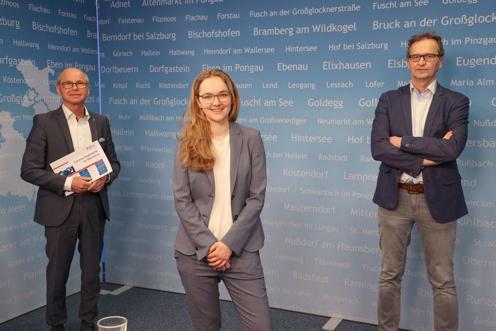 LH-Stv. Christian Stöckl, Victoria Achatz (Impfstoffdisponentin Land Salzburg) und Robert Sollak (Impfkoordinator Land Salzburg) bei der heutigen Pressekonferenz zur aktuellen Impf-Situation in Salzburg.