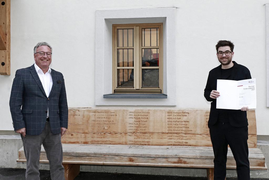 Martin Mader wurde von LH-Stv. Heinrich Schellhorn als Förderungspreisträger gewürdigt.