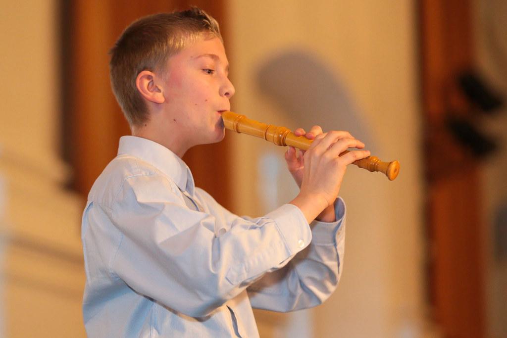 Blockflötist Mario Elias Stöger, im Archivbild beim Abschlusskonzert 2019, tritt auch beim diesjährigen Landeswettbewerb an.