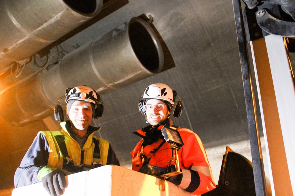 An der Tunneldecke hängen 76 Ventilatoren, auch sie werden einzeln von Andreas Kendlbacher und Stefan Fuchsberger inspiziert.