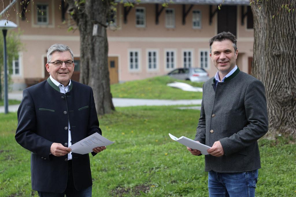 """""""Mit der neuen Erwachsenenbildung werden die Landwirtschaftlichen Fachschulen ihrer Rolle als grüne Bildungszentren in den ländlichen Regionen gerecht"""", so LR Josef Schwaiger, im Bild mit LWK-Präsident Rupert Quehenberger."""