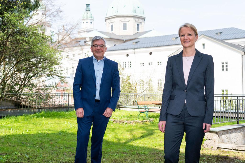 Seit kurzem leitet Andrea Zarfl (im Bild mit LR Josef Schwaiger) das Landessportbüro, gestern erhielt sie das dazugehörige Bestellungsdekret.