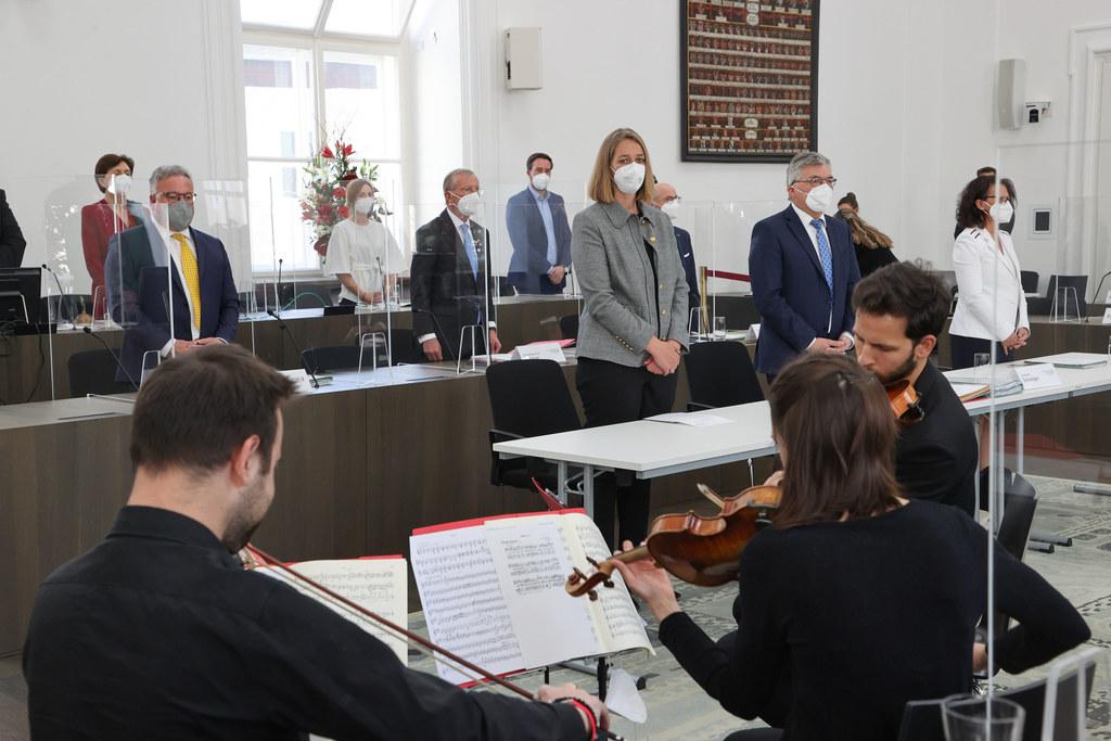 """Musikalisch umrahmt vom Adelphi Quartett begingen Salzburgs Landtagsabgeordnete und Regierungsmitglieder feierlich den 100. """"Geburtstag"""" der Landesverfassung."""