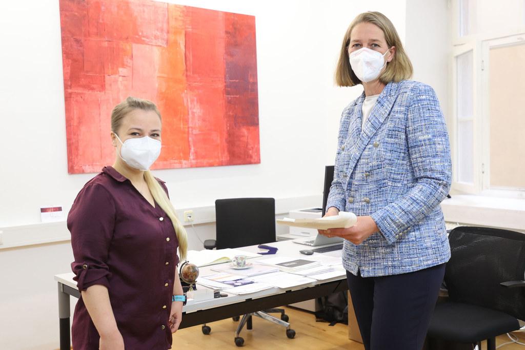 In den kommenden drei Jahren wird Nadine Zwiener-Collins unter anderem erforschen, wie die Corona-Pandemie auf die politischen Einstellungen und das politische Vertrauen von Frauen Einfluss nimmt.