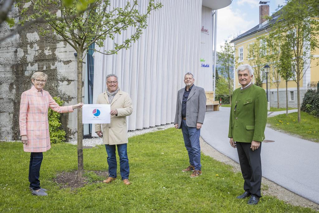 Die Salzburger Volkskultur richtet sich neu aus: Berta Wagner (Forum Volkskultur), LH-Stv. Heinrich Schellhorn, Armin Mühlböck (Uni Salzburg) und Vorsitzender Simon Illmer.