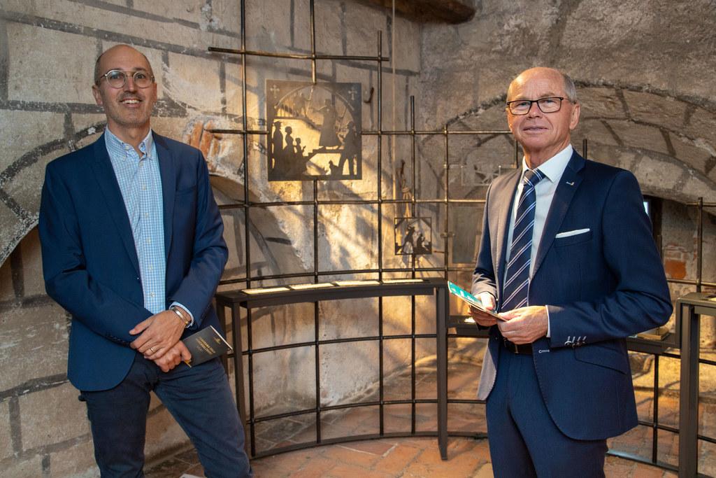 Neue Einblicke in die Geschichte eröffnet die Panorama-Tour. Max Brunner (GF Burgen und Schlösser) und LH-Stv. Christian Stöckl haben sie bereits getestet.