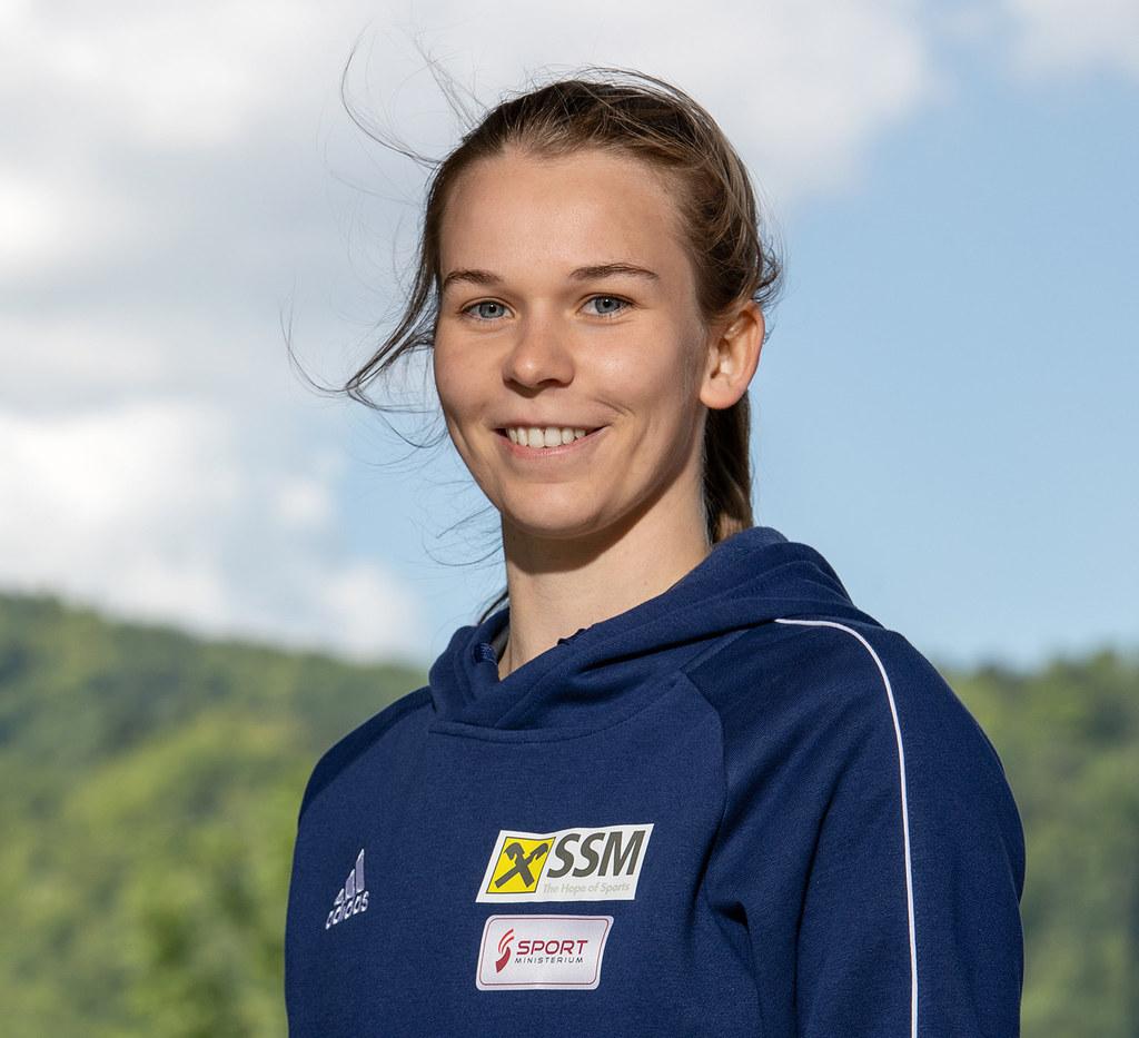 Die Salzburger Trampolin-Athletin Sara Hekele ist eine von 15 Teilnehmerinnen des ersten Gender-Trainee-Jahrgangs für mehr Frauen in Sportberufen. Sie absolviert das Modul Leistungssporttraining Nachwuchs. Bis 2024 stehen österreichweit jeweils 16 weitere Plätze pro Jahr im Programm zur Verfügung.