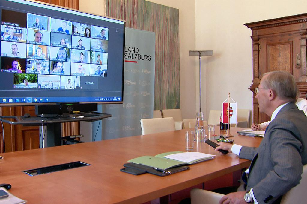 """LH Wilfried Haslauer tauschte sich in einer Videokonferenz mit den Vertretern des Ehrenamts aus.   """"Das Ehrenamt ist ein Teil unserer Identität"""", so der Landeshauptmann."""