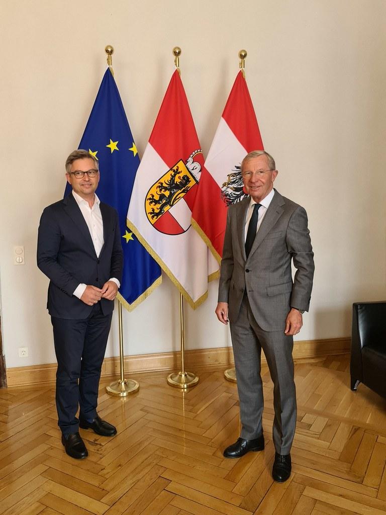 LH Wilfried Haslauer empfing Staatssekretär Magnus Brunner im Salzburger Chiemseehof.