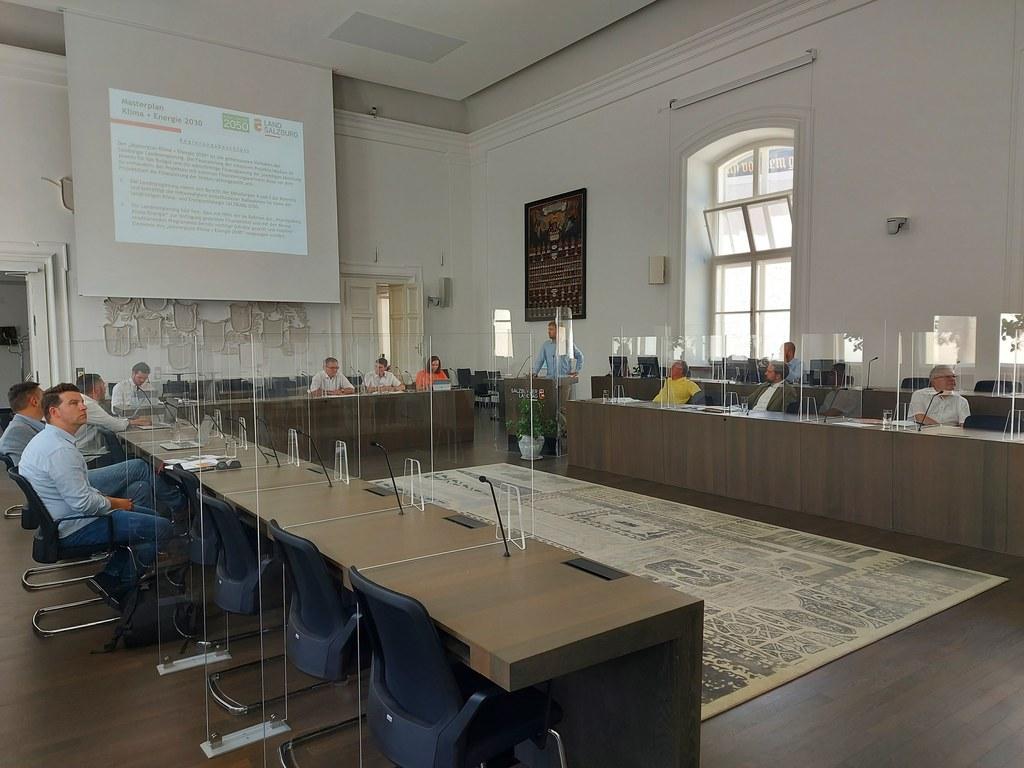 Fachleute aus der Verwaltung stimmten mit den Regierungsmitgliedern die weiteren Schritte in Salzburgs Masterplan Klima und Energie 2030 ab.