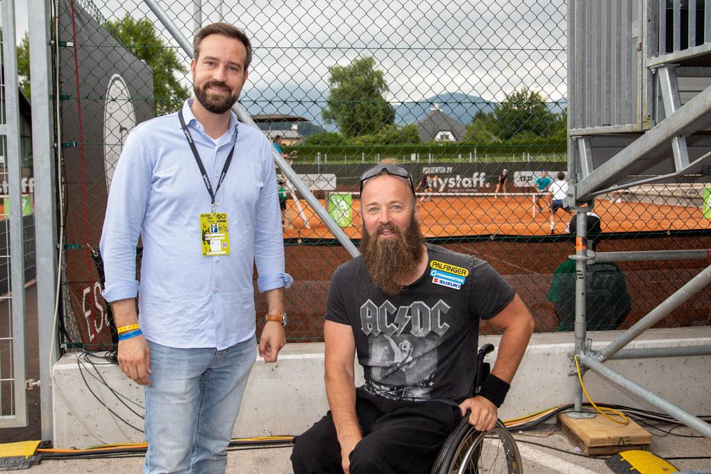 LR Stefan Schnöll und der Anifer Rennrollstuhlfahrer Thomas Geierspichler, der seit einiger Zeit auch aktiver Tennissportler ist.
