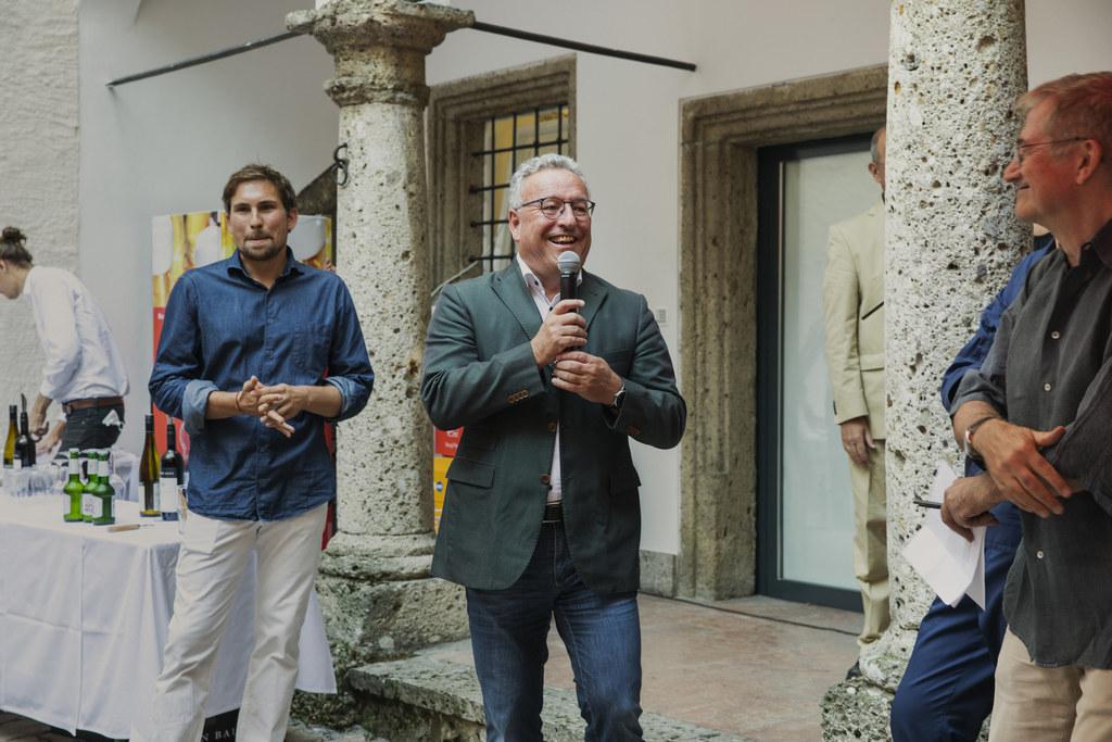 """Die Internationale Sommerakademie für Bildende Kunst Salzburg wurde gestern Abend eröffnet. """"Ich wünsche allen Studierenden viel kreativen Austausch"""", so LH-Stv. Heinrich Schellhorn."""