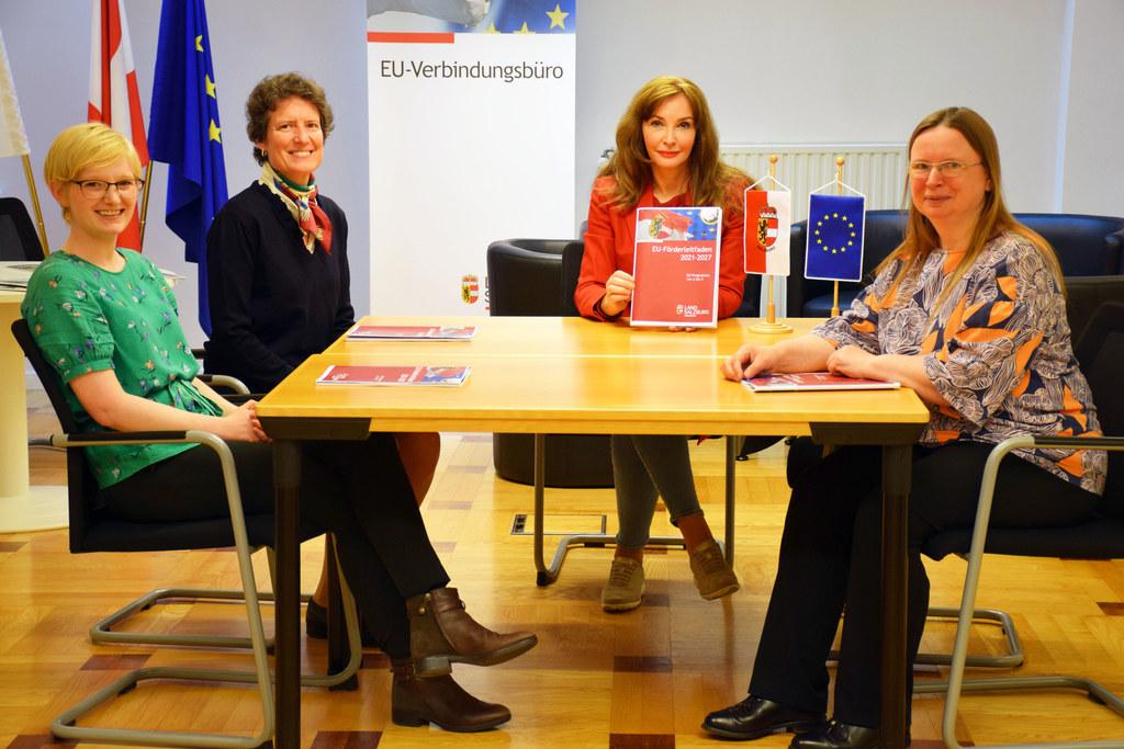 Das Team vom Salzburger EU-Verbindungsbüro mit Philippa Roberts, Katharina Stolberg, Leiterin Michaela Petz-Michez und Maren Kuschnerus hilft bei Fragen zu EU-Förderungen weiter.