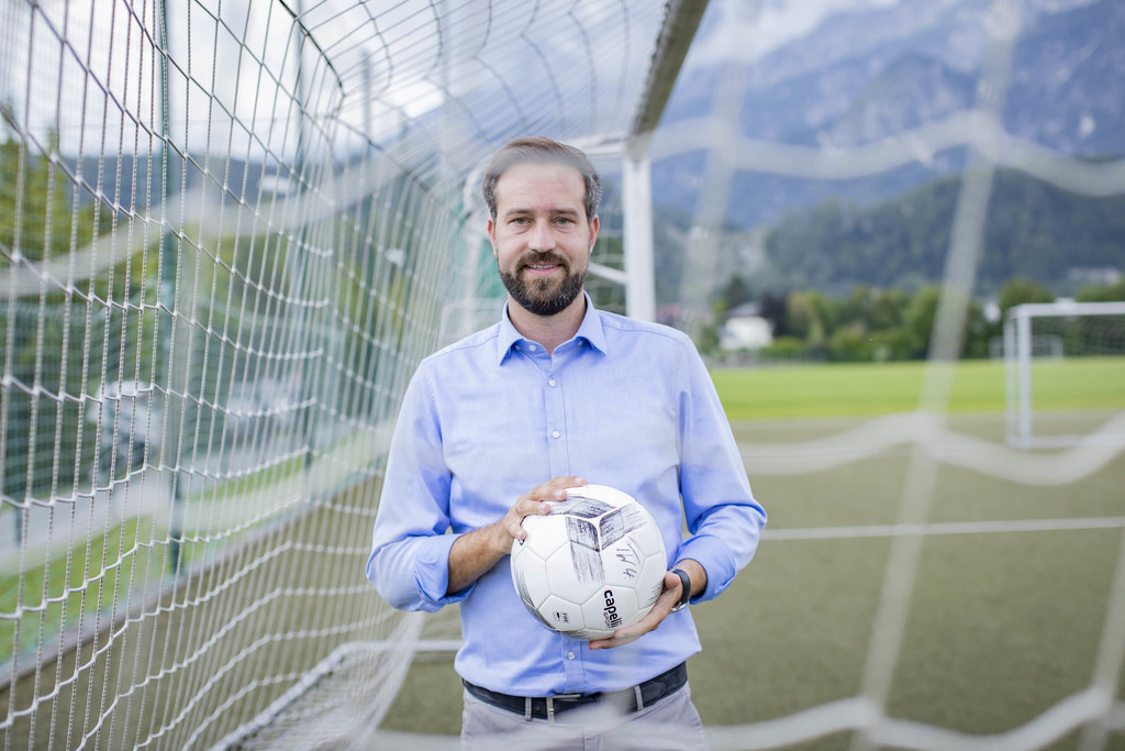 Als ehemaliger Fußballer freut sich auch LR Stefan Schnöll auf den Tag des Sports am 11. September auf dem Salzburger Residenzplatz.