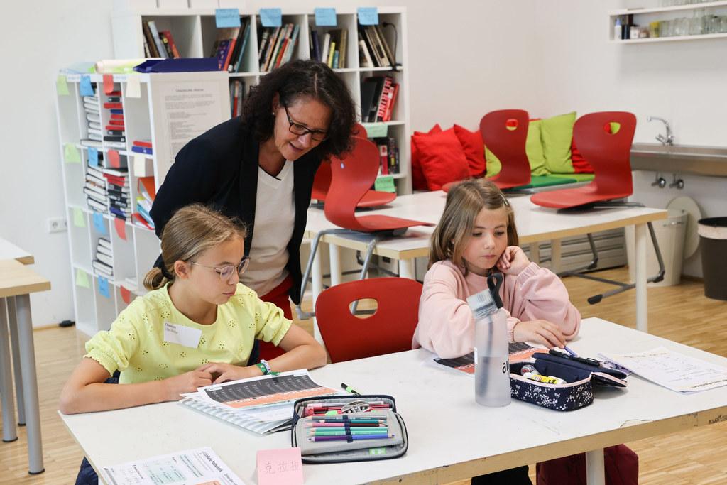 """""""Es liegt jetzt an uns allen , dass wir in einen normalen Schulbetrieb starten und diesen auch aufrecht erhalten können. Das geht nur gemeinsam und ich vertraue da sehr auf alle Beteiligten, denn das Corona-Virus ist noch da und es wird uns weiter fordern"""", sagt LR Daniela Gutschi. Eine Sonderimpfaktion für die Schulen soll dazu wesentlich beitragen."""