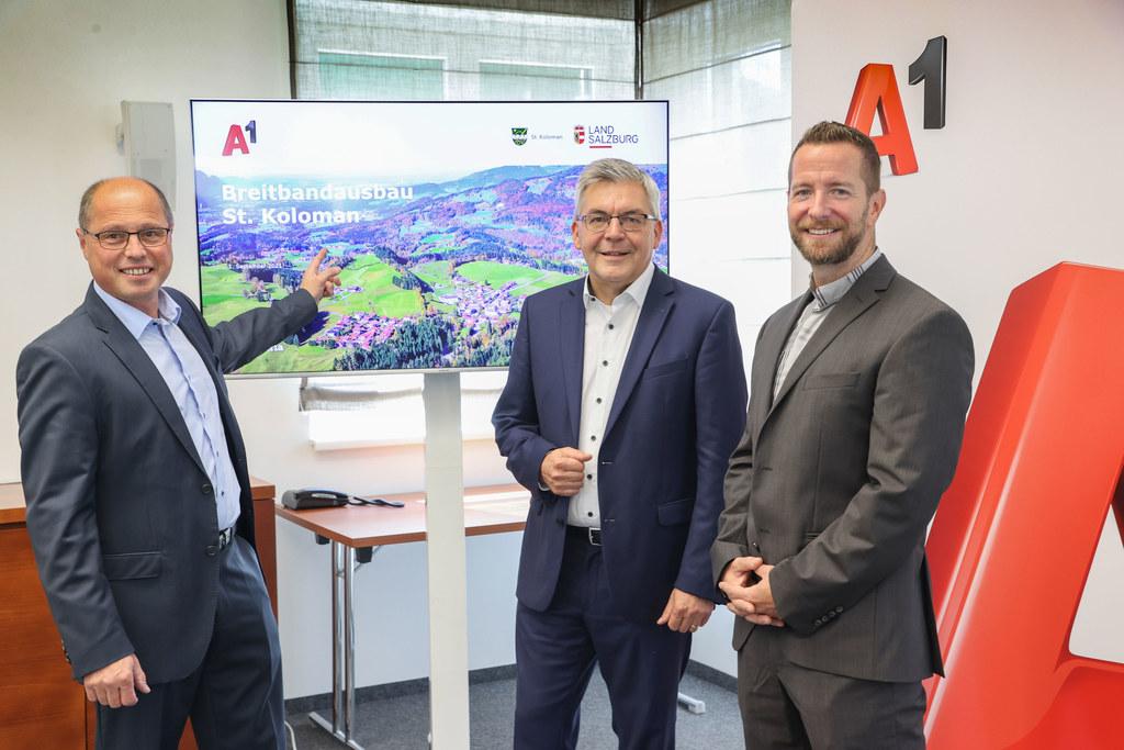 Bgm. Herbert Walkner (St. Koloman), LR Josef Schwaiger und A1-Technikdirektor Alexander Stock freuen sich auf schnelles Internet in St. Koloman.