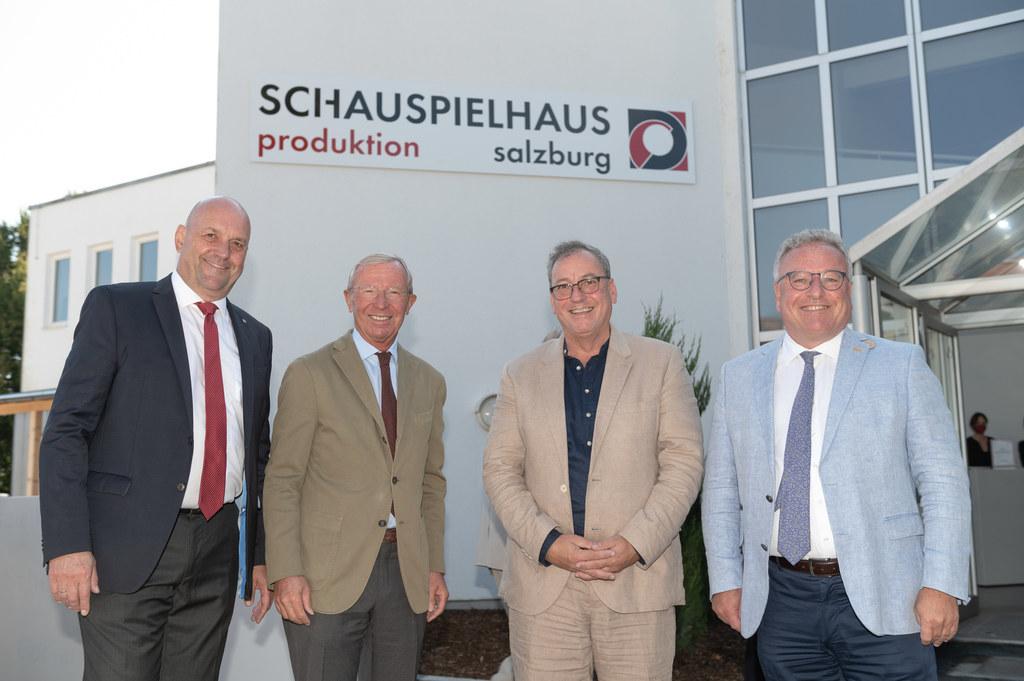 Eröffnung der neuen Produktionsstätte des Schauspielhauses in Wals-Siezenheim mit Bgm. Joachim Maislinger, LH Wilfried Haslauer, Intendant Robert Pienz und LH-Stv. Heinrich Schellhorn.