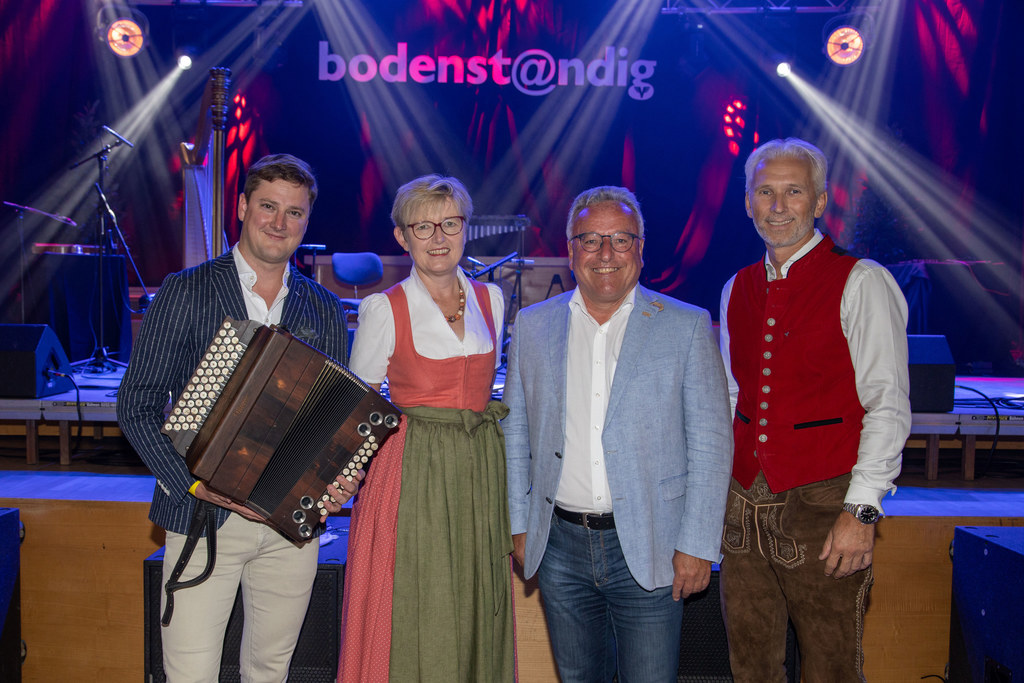 Alle bodenst@ndig: Musiker Alexander Maurer, Berta Wagner (GF Salzburger Volkskultur), LH-Stv. Heinrich Schellhorn und Michael Bieling (Volksbank).