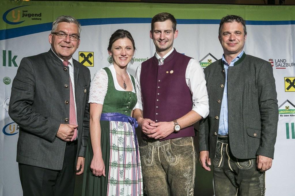 LR Josef Schwaiger mit der Landes-Leitung der Salzburger Landjugend Claudia Frauenschuh und Markus Aigner sowie LK-Präsident Rupert Quehenberger.