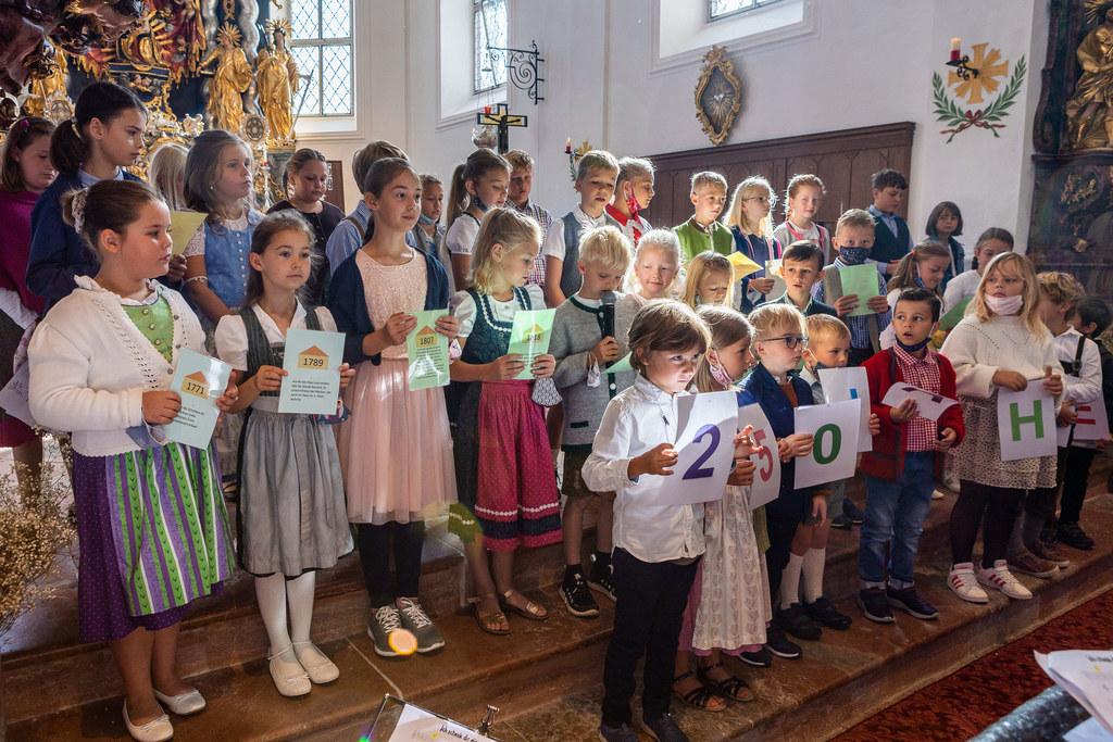 Kinder der Volksschule Arnsdorf gestalteten den Festgottesdienst zum 250-Jahr-Schuljubiläum in der Wallfahrtskirche Maria Mösl mit.