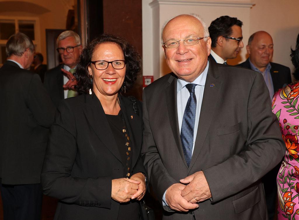 Bereits am Vorabend fand ein internationaler Empfang zum European Salzburg Summit in der Salzburger Residenz statt. Im Bild LR Daniela Gutschi mit IRE-Vorsitzenden Franz Schausberger.