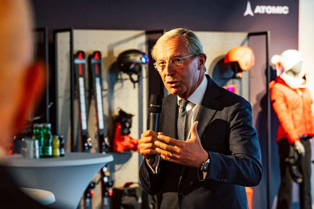 """""""Mit der Erweiterung des Logistikzentrums bekennt sich Amer Sports zum Standort Altenmarkt im Pongau"""", so LH Wilfried Haslauer."""
