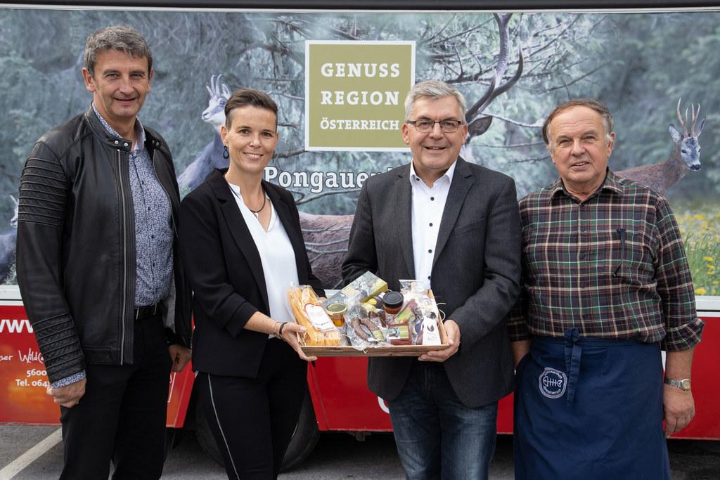 Mit Hilfe von EU-Fördergeld wurde in Schwarzach eine eigene Genusskrämerei für Pongauer Wild eröffnet. Im Bild: Bgm. Andreas Haitzer, GF Birgit Kallunder (LEADER Managerin Pongau), LR Josef Schwaiger und Eduard Winkler (Obmann Genussregion Pongauer Wild)