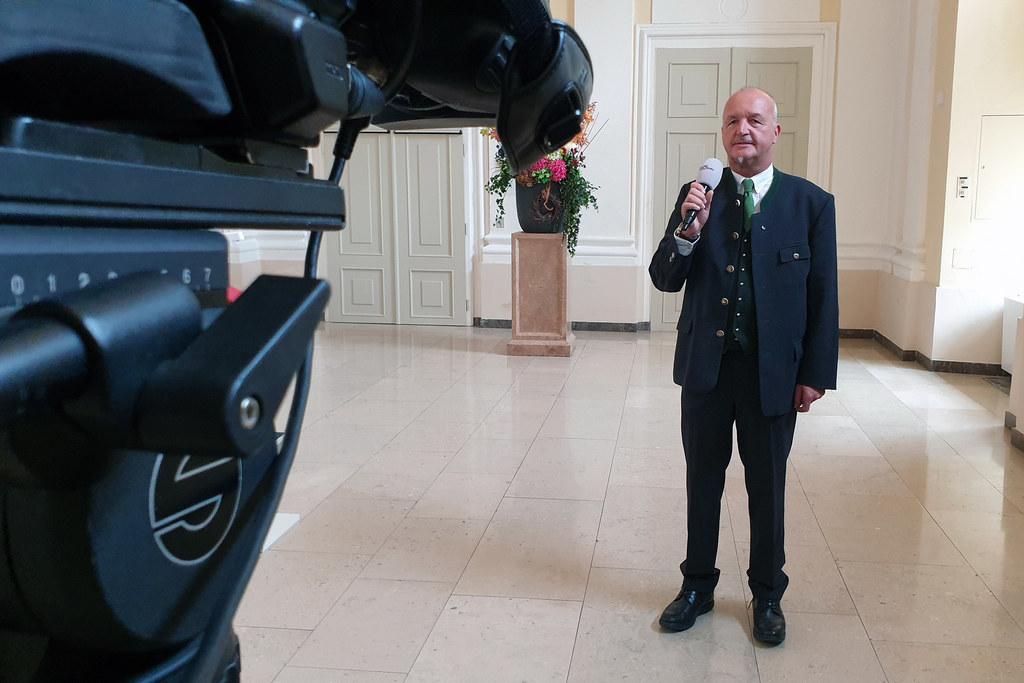 """Für die Serie """"Aus dem Landtag"""" steht diese Woche LAbg. Andreas Teufl von der FPÖ vor der Kamera. Er beantwortet Fragen rund um das politische Tagesgeschäft und sein Privatleben."""