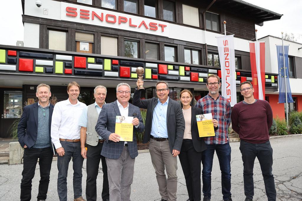 Zum Energy Globe in der Kategorie Erde gratuliert LH-Stv. Heinrich Schellhorn dem Team der Firma Senoplast.